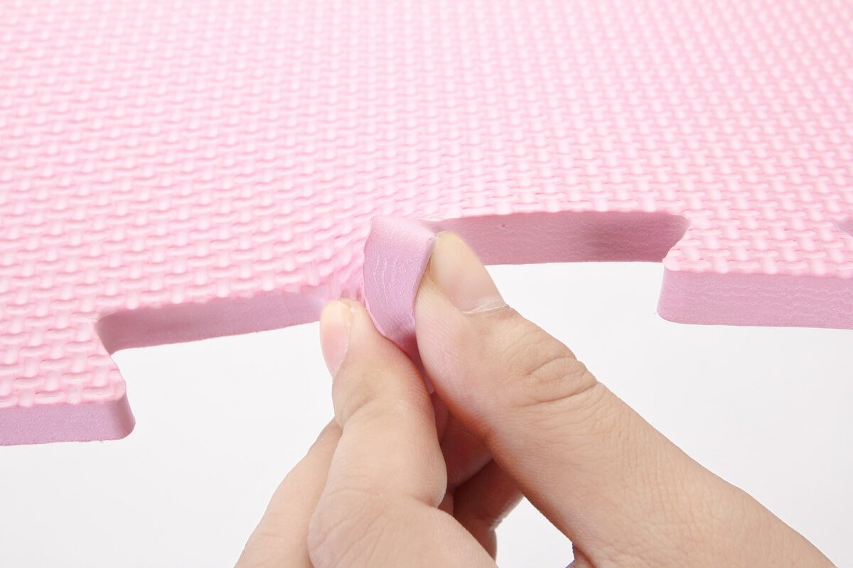 Covor puzzle moale roz covoarecopii.ro